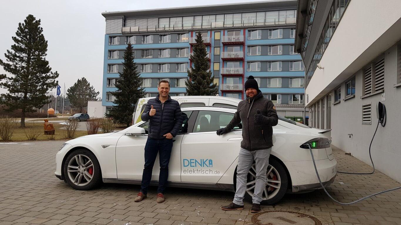 Denk elektrisch – Tesla mieten – Elektromobilität leben
